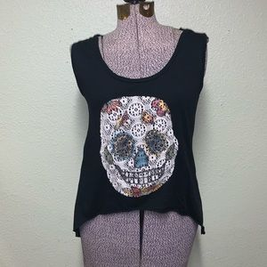The clas-sic skull top